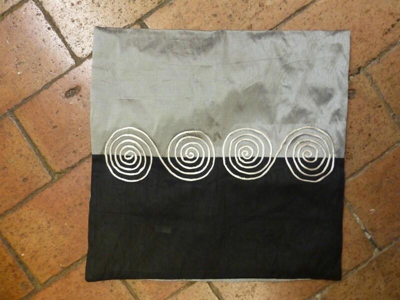 Housse de coussin 40x40 noir à spirales