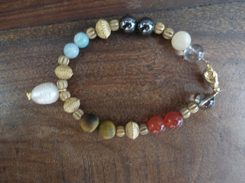Bracelet en pierres des chakras et métal doré