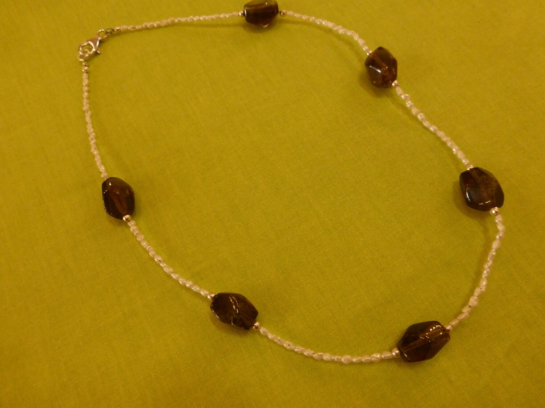 Collier tour de cou, perles et quartz fumé