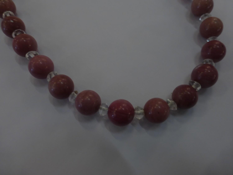Collier  de 46 cm en rhodonite et quartz blanc
