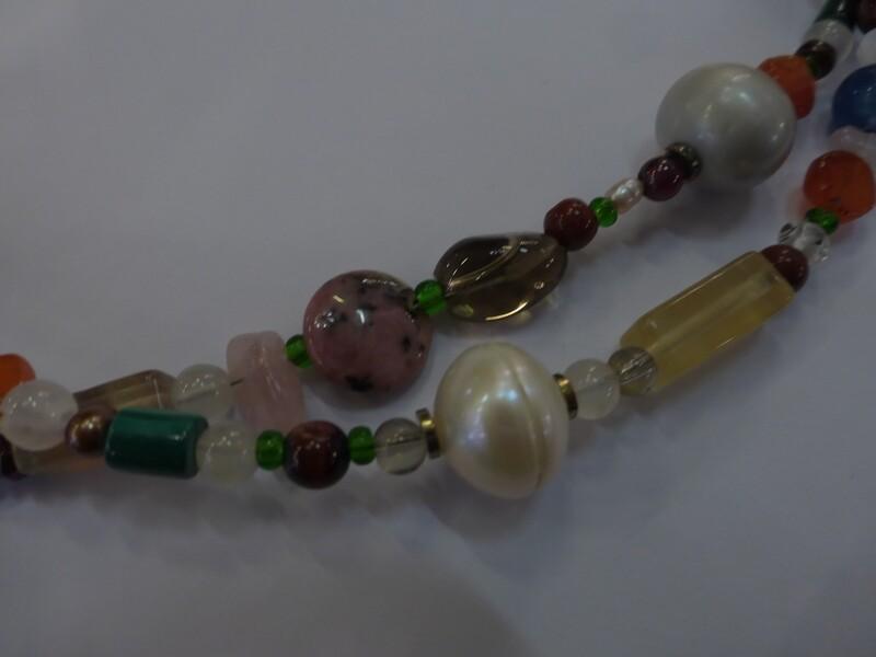 Collier en pierres semi-précieuses mélangées, type sautoir 92 cm