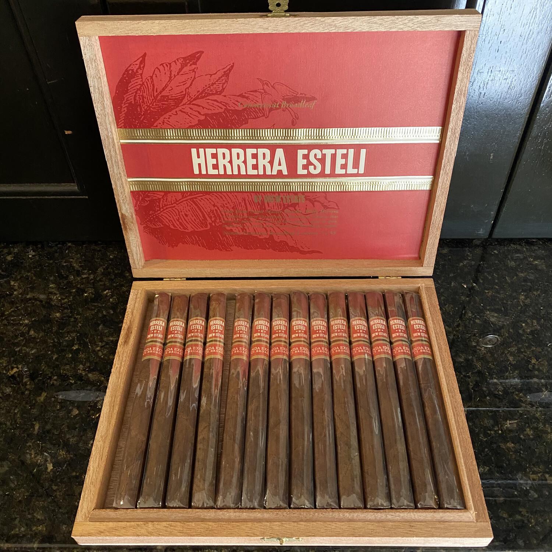 DE Herrera Esteli Connecticut Broadleaf Lancero, 15's Tienda Exclusiva