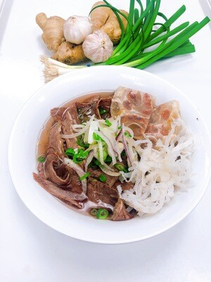 315- Well-done Beef, Soft Tendon, and Beef Tripe Rice Noodle Soup