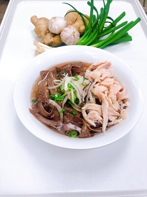 318- Well-done Beef and Chicken Rice Noodle Soup