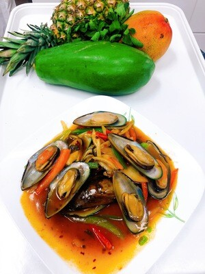 109- Stir Fried Mussel with basil leaves (12 pcs)