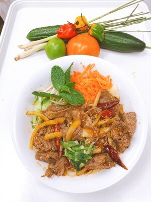 407- Stir Fried Beef with Lemon Grass and Hot Pepper on Vermicelli