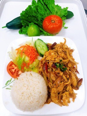 513- Stir Fried (Beef Or Chicken) with Lemon Grass and Hot Pepper on Steamed Rice