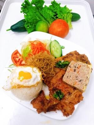 516- Grilled Pork Chop, Grilled Chicken, Shredded Pork Skin, Steamed Egg, and Fried Egg on Steamed Rice