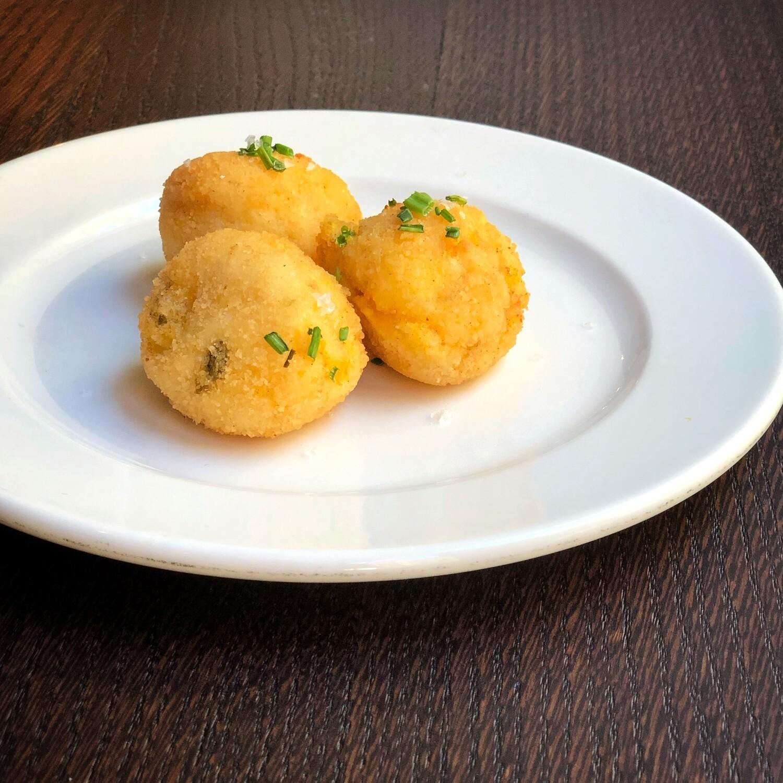 Polpete frite de bacalà e polenta