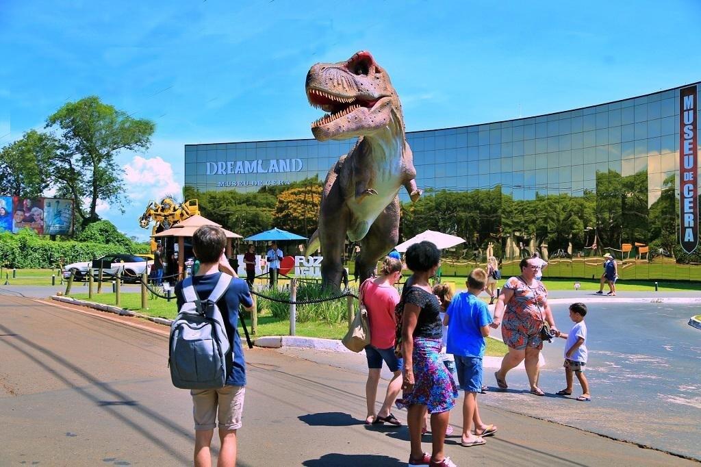 Museu de Cera + Vale dos Dinossauros