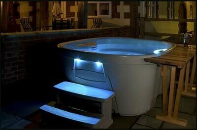 InnovaSpa Urbania Hot Tub