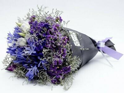 Camille - Arranjo com mix de flores em tons de lilas