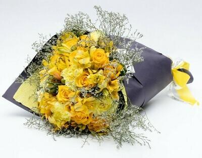 Edith - Arranjo com mix de flores em tons de amarelo