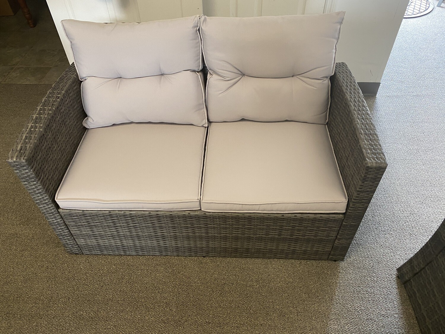 Wick's Loveseat Couch Set