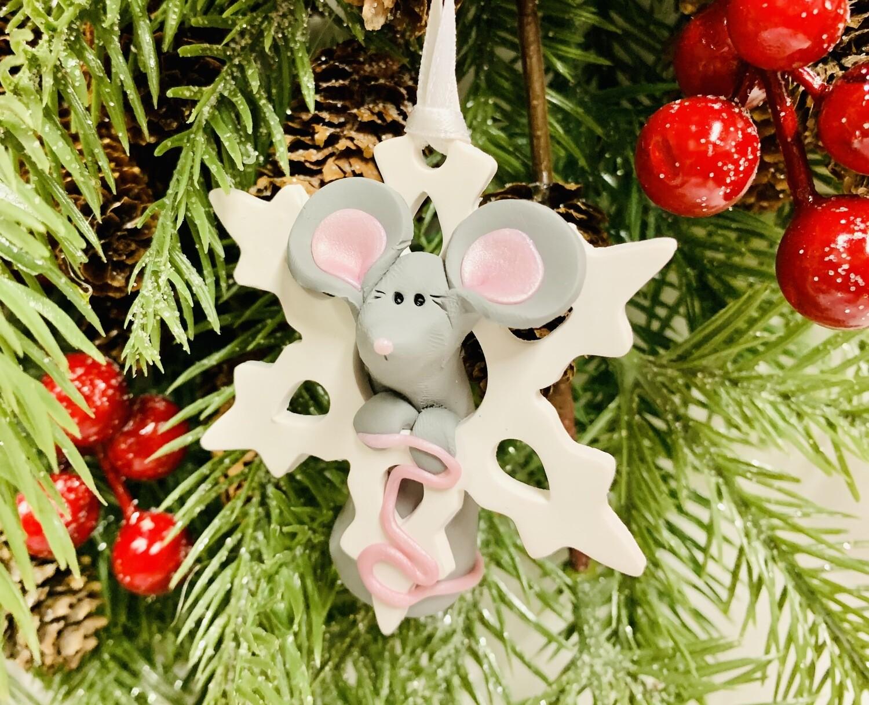 Roberta Mouse w Snowflake Ornament