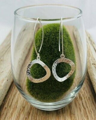 Hammered Circle Drop Earrings - Shy Giraffe