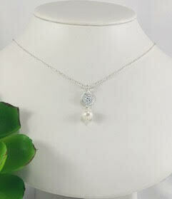 Hammered Pearl Necklace- Shy Giraffe