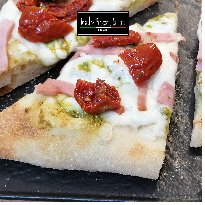 BIANCA 2 : Fiordilatte, Pesto di Pistacchio,  Mortadella Croccante, Pomodorini Soleggiati