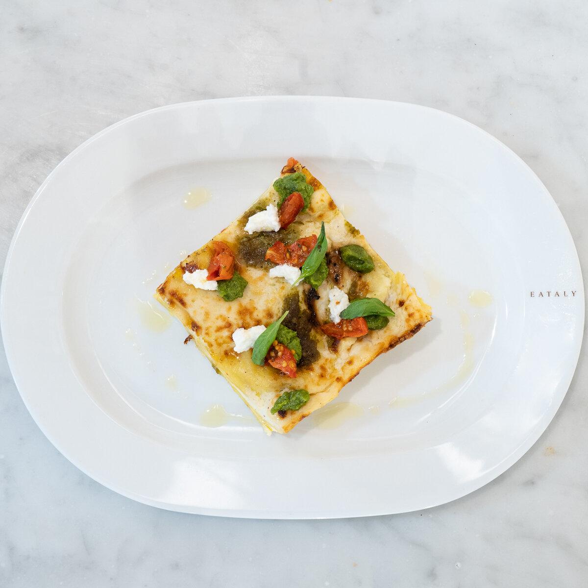 Lasagnes végétariennes aux tomates jaunes, burrata et pesto de Prà