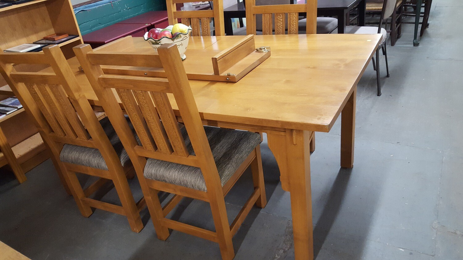 Craftsman Dining Table 4 chairs