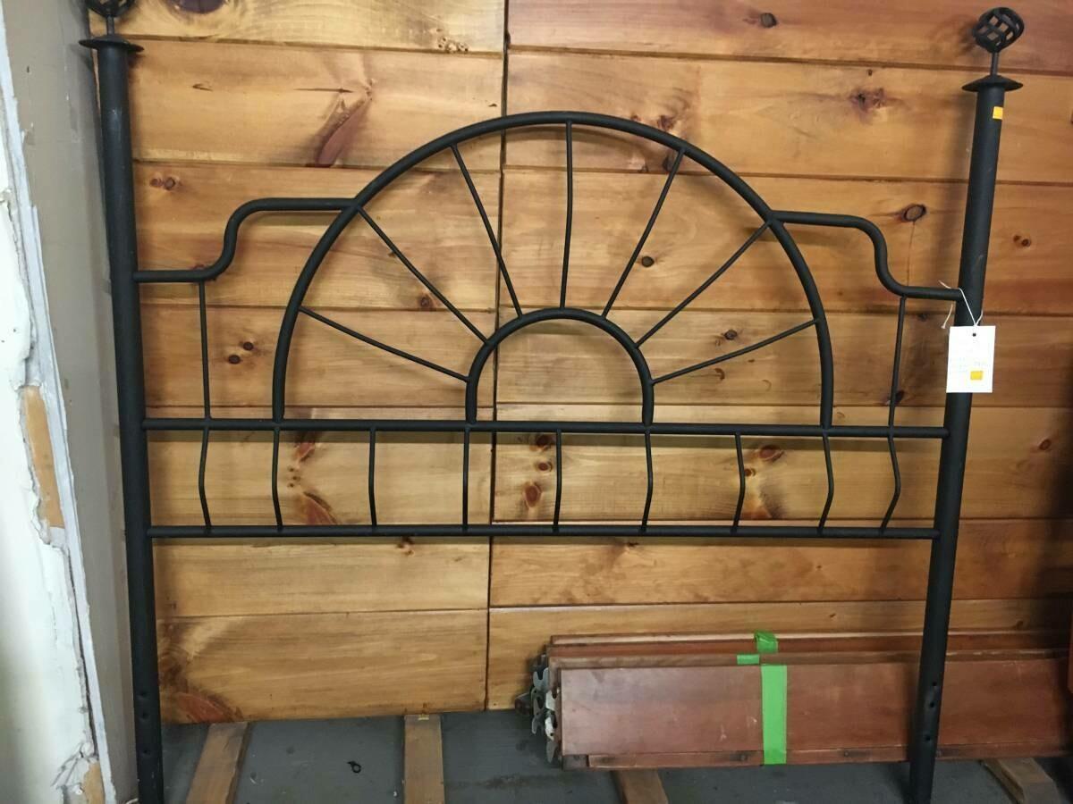 Metal 3/4 size Bed frame