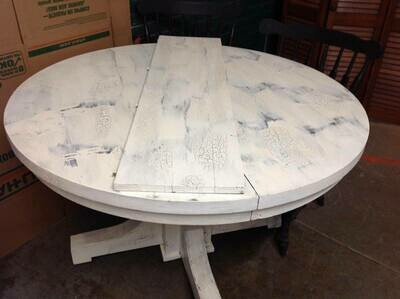 Round Pedestal Dining Table, distressed, with 2 chairs