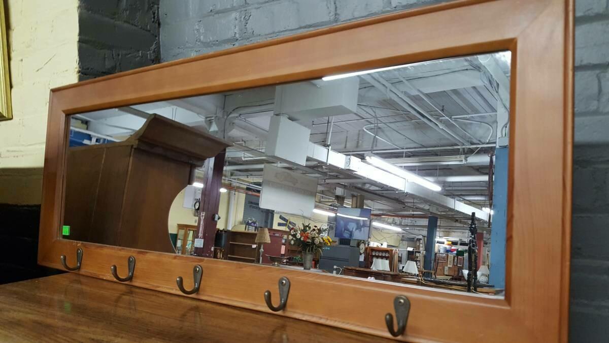 Pub mirror with 5 hooks