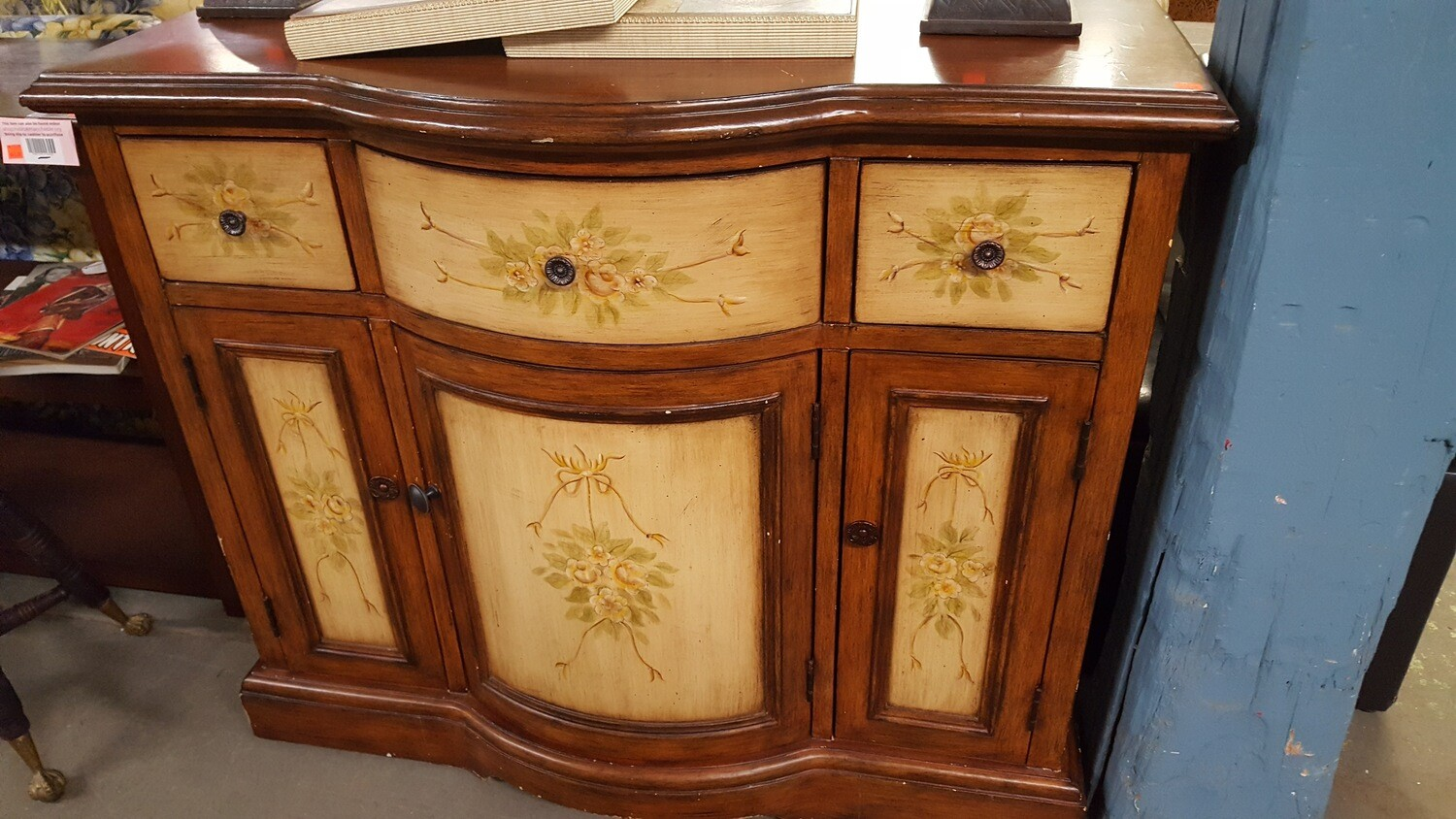 Bow-Front Sideboard / Buffet