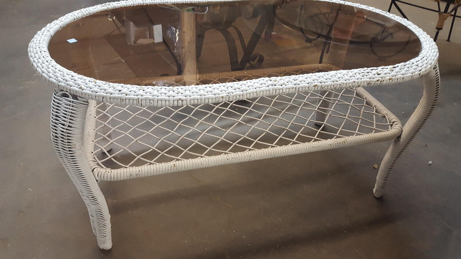 Wicker coffee table, amber glass (BL)