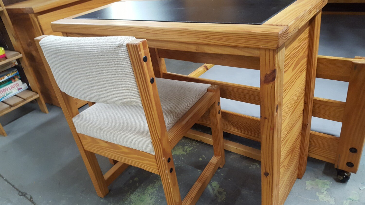 Rustic Pine Student Desk and Chair (GR)
