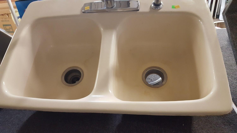 Kitchen sink, porcelain cast iron (CL)