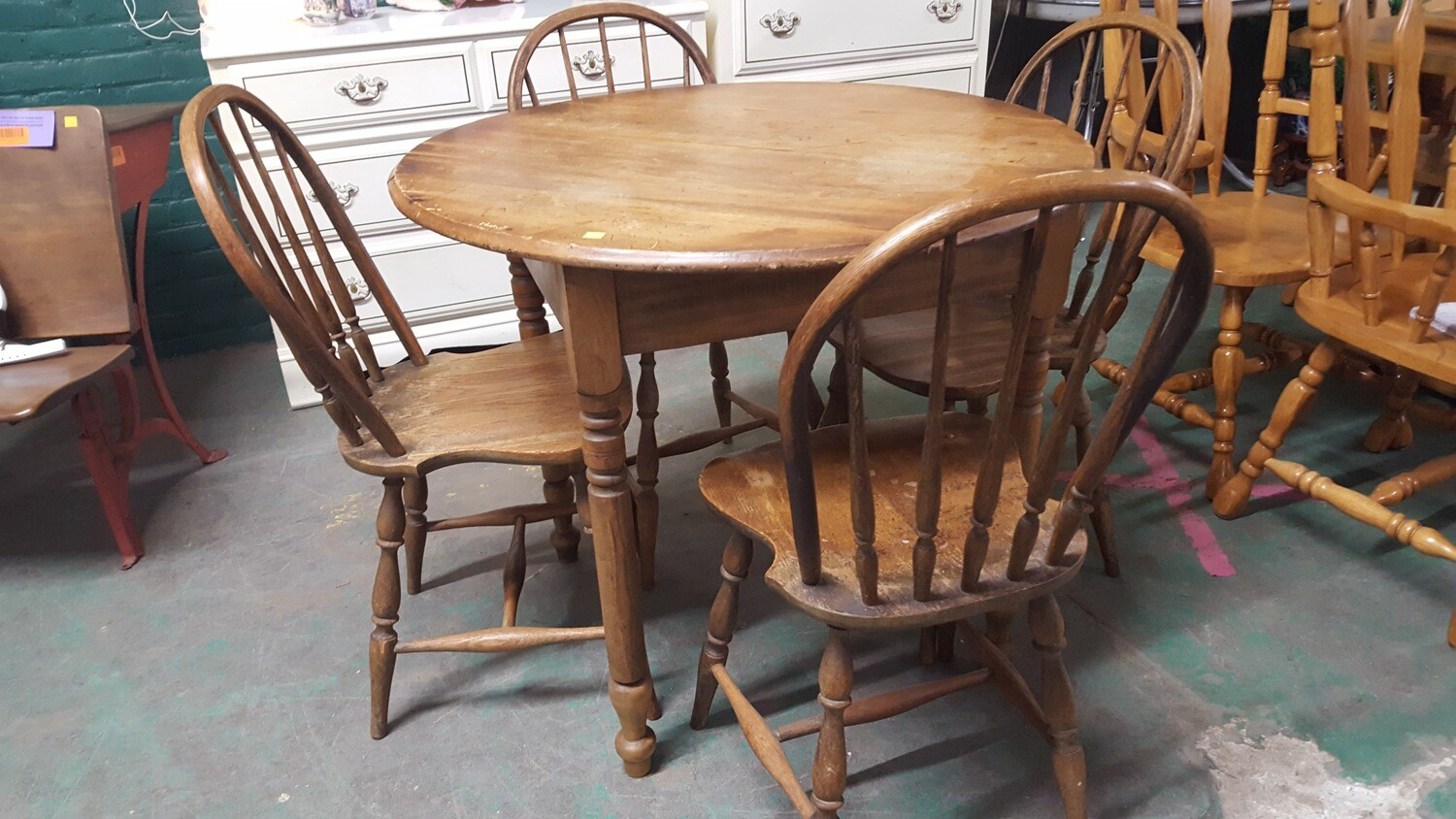 Antique oak table, 4 chairs (OR)
