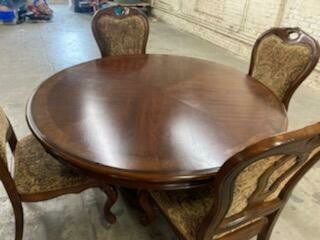 Round Dining Table, 4 chairs (p)