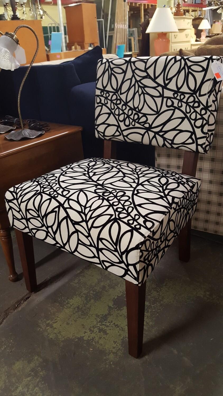 Armless Chair, black & white (B)