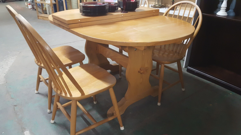 Oval Trestle Table (B)