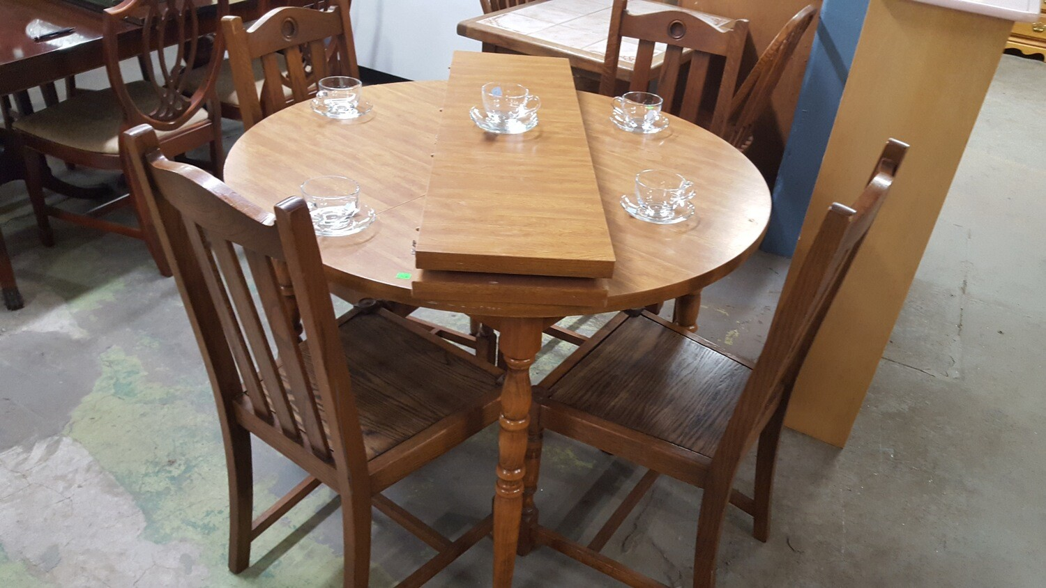 Maple table, 4 oak chairs (g)