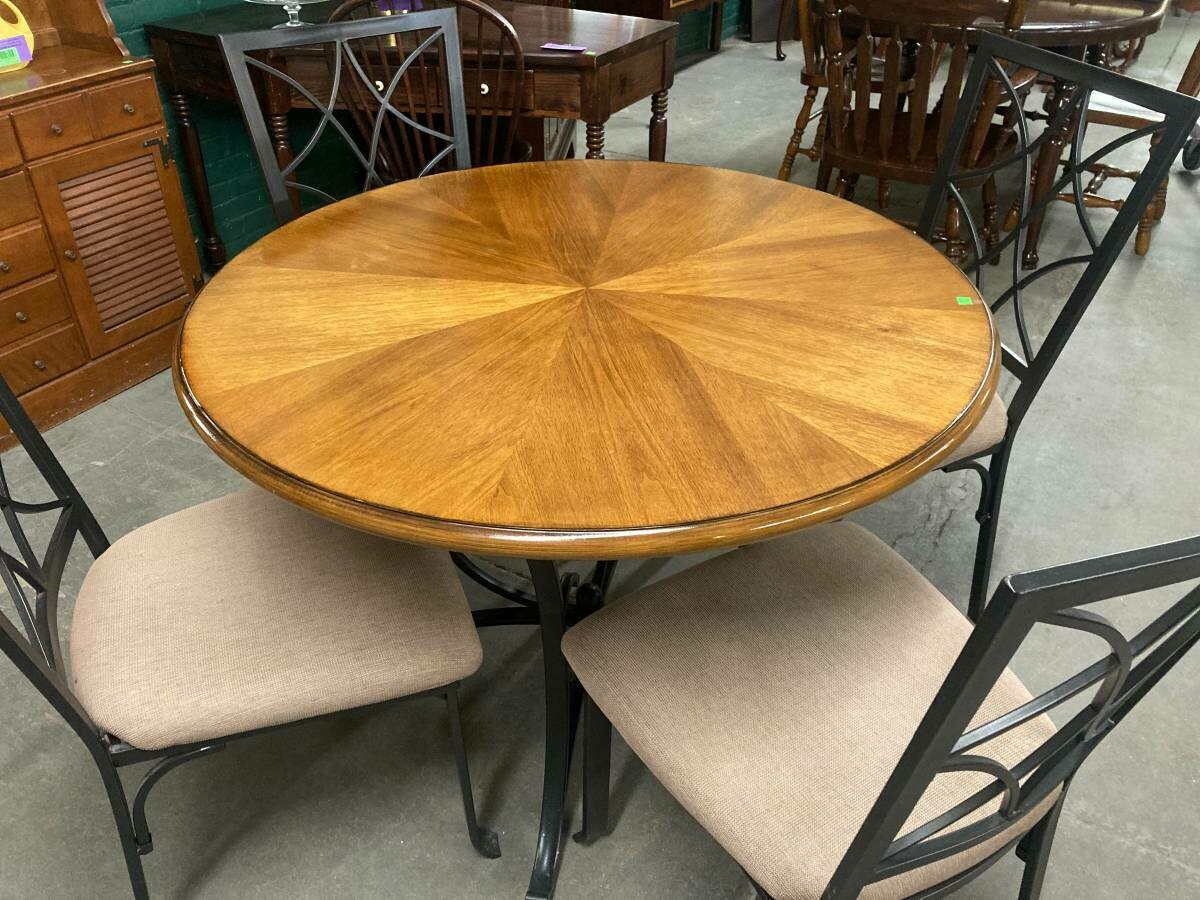 Cafe Table with 4 chairs (g)
