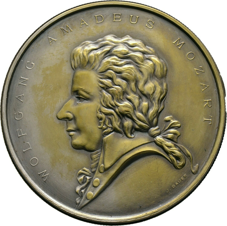 Versilberte Messing-Steckmedaille o.J. (um 1930) von Bauer, Wolfgang Amadeus Mozart *1756 in Salzburg, +1791 in Wien, Römisch-Deutsches Reich