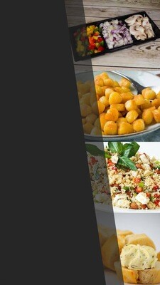 Bijgerechten 4 pers. Samenstelling:  3 sauzen, 3 salades, 2 kleine stokbroden, met kruidenbotercups, Minikrieltjes voorgekookt, gesneden champignon-paprika-ui