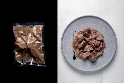 Яловичі щічки тушковані у винно ягідному соусі, 230г