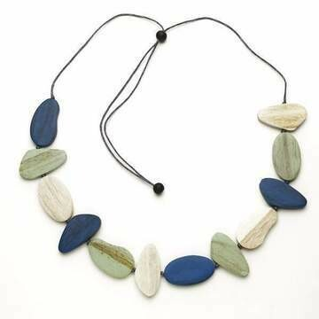 Tinted Wooden Pebble Necklace   SUZIE BLUE 700-122-6703