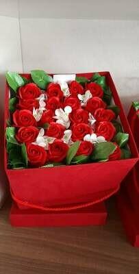 Fiori di Sapone in Box rosso
