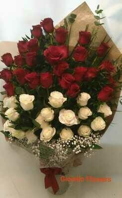 Fascio 50 rose bianche e rosse gambo lungo