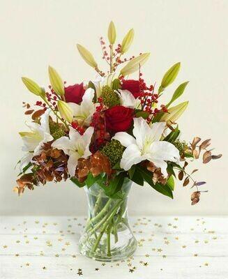 Bouquet di lilium e pino