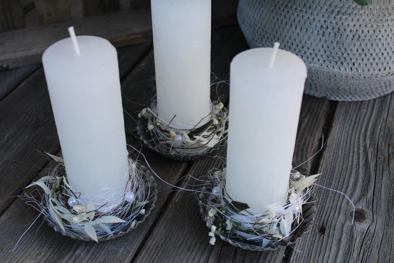 Kerze weiss mit Blechteller