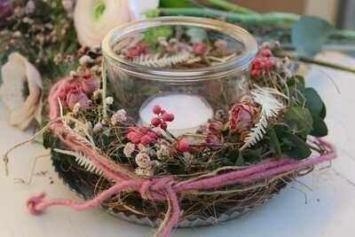 Teelichtglas auf Blechteller, rosa
