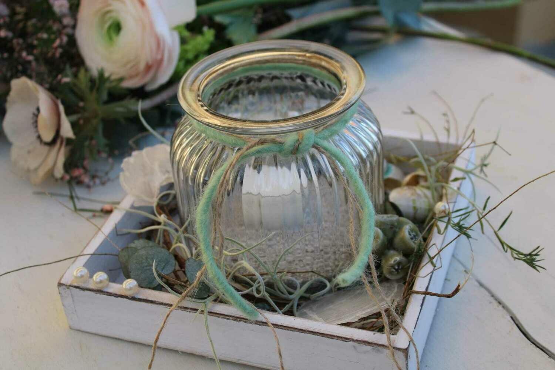 Glas auf Holztableau
