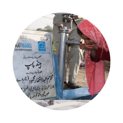 Spons rent vann pumper i Pakistan