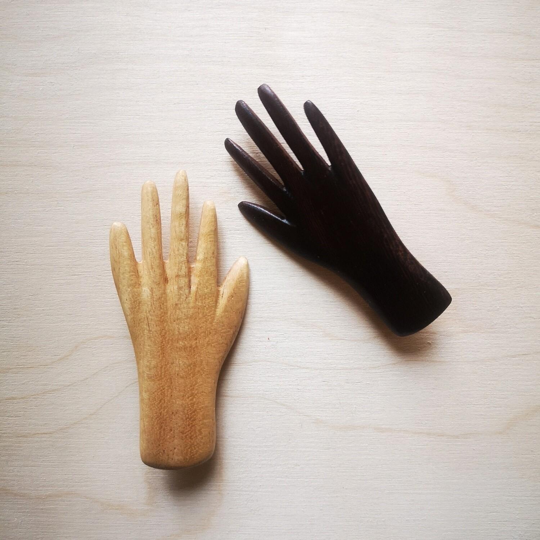 Broches 2 petites mains sur le coeur