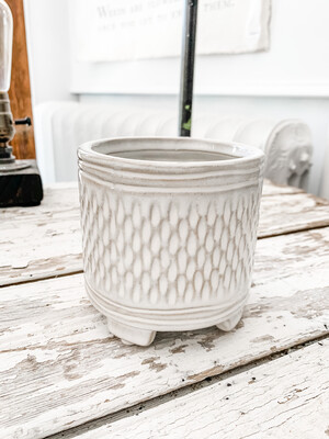 White pattern pot s